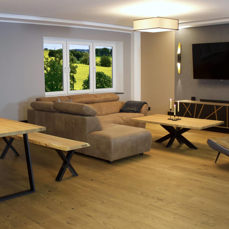 Stilvolles Wohnen mit Möbeln aus natürlichen Werkstoffen.
